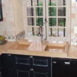 plans de cuisine et évier en pierre de Bourgogne