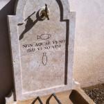 Détail gravure en creuxsur fronton fontainepierre de Bourgogne