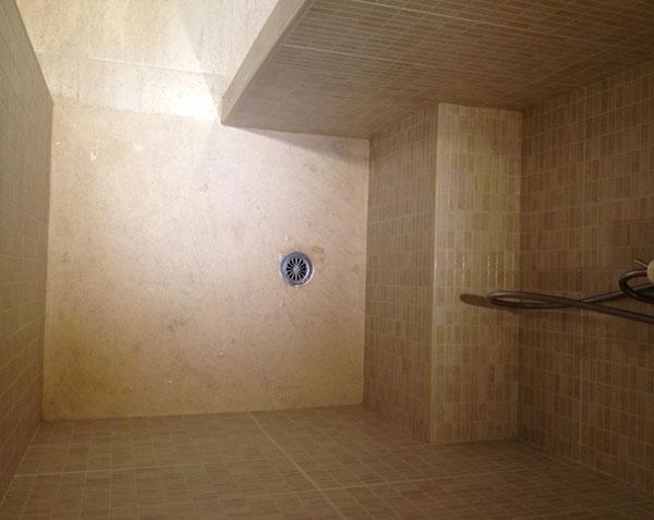 Receveur de douche à l'italienne en pierre de Bourgogne