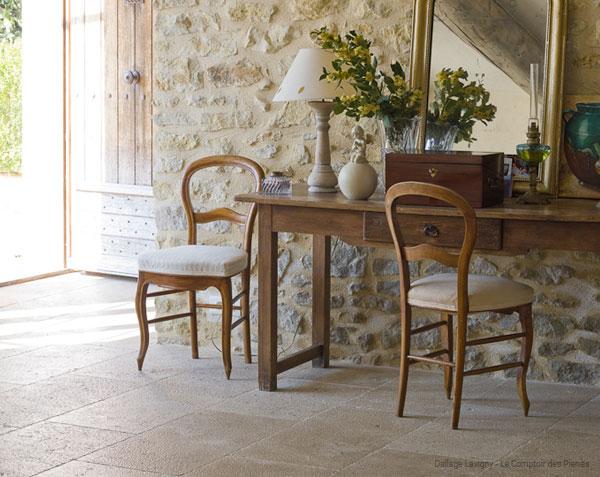 Dallage en pierre de Bourgogne Lavigny finition Vieux Beaune