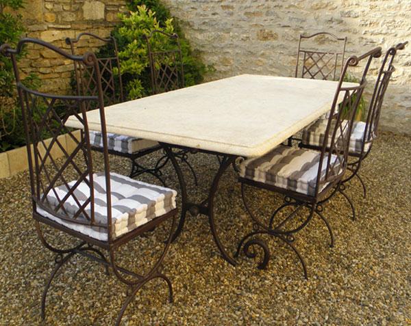 plateau de table rond en pierre de bourgogne le comptoir des pierres. Black Bedroom Furniture Sets. Home Design Ideas