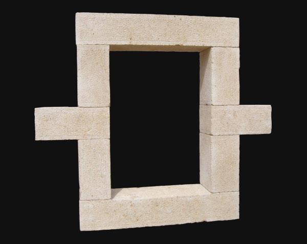Encadrement de fenêtre en pierre de Bourgogne
