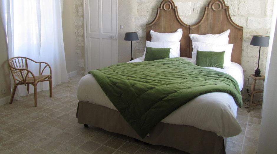 sculpture saint vincent en pierre de bourgogne le comptoir des pierres. Black Bedroom Furniture Sets. Home Design Ideas