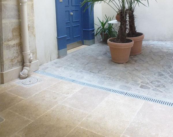 Dallage en pierre de Bourgogne SAINT-GENAY finition Monastere
