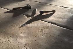 Ambiance finition vieilles Dalles de Bourgogne sur-mesure en très grand format