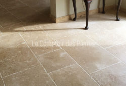 Tiles in Burgundy limestone <br/>Lanvignes <br/>Vieux Beaune finish Widths 40 cm and random lengths
