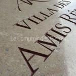 Détail gravure en creux surpierre de Bourgogne