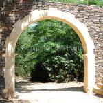 Entrée arche massivepierre de Bourgogne