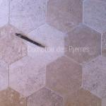 Tomettes hexagonalesen pierre de Bourgogne finition adouci 15x19 cm