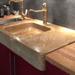 Lauris sink in Burgundy limestone Lanvignes with antique patina Aged brass Corton tap