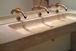 Custom-made washbasin in Burgundy limestone Lanvignes with antique patina