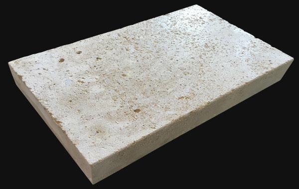 Margelles de piscine en pierre de Bourgogne finition vieilli