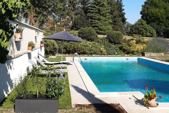 Margelles et plage de piscine en pierre naturelle de Bourgogne - Semond Nuancé Classique - Epaisseur 5 cm