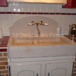Bonnieux sink and Grenache splashback in Burgundy limestone : Charmot light Honed finish - Chrome mixed tap