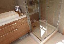Saint-Rémy washbasin, vanity top <br/>and shower tray in Burgundy <br/>limestone Charmot light Honed finish
