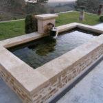 Bassin fontaine avec margelles en pierre de Bourgogne