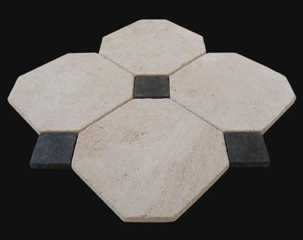 Dallage en pierre de Bourgogne Charmot Clair à cabochons noirs - Finition Antique