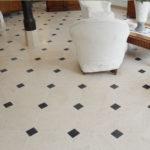 Dallage en pierre de Bourgogne Charmot Clair 40 x 40 cm à cabochons 7 x 7 cm - Finition Adouci