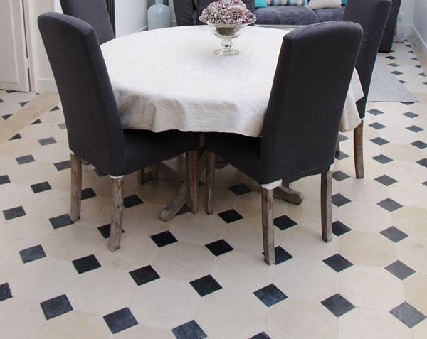 Dallage en pierre de Bourgogne Charmot Clair 30 x 30 cm à cabochons 11 x 11 cm - Finition Adouci