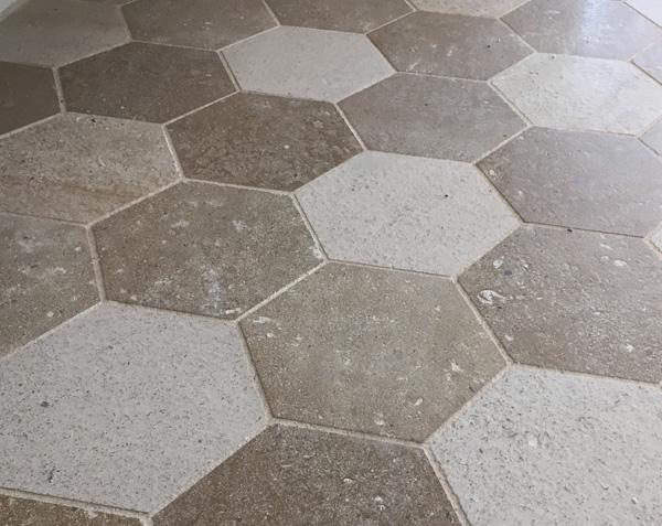 Pavés hexagonaux en pierre
