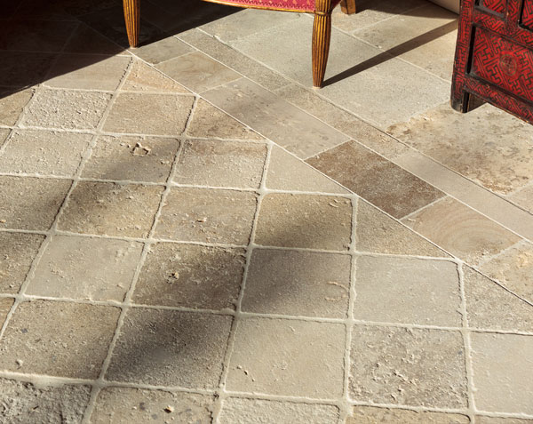 Pavés en pierre de Bourgogne dans un salon - 18 x 18 cm