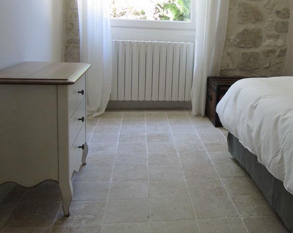 Pavés en pierre de Bourgogne dans une chambre - 20 x 20 cm