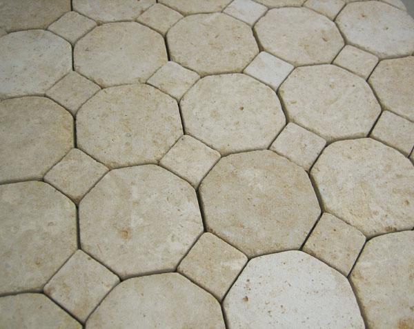 Tomettes octogonales à cabochons en pierre de bourgogne