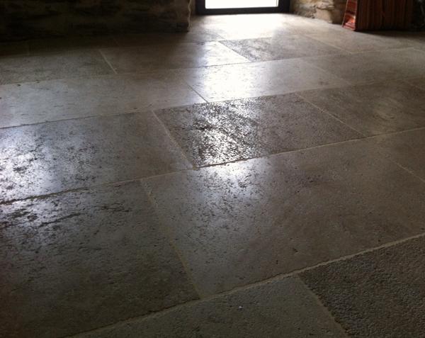 Dallage en pierre de Bourgogne Ampilly Finition Vieux Beaune - Longueurs Libres x Largeur 40/50 cm