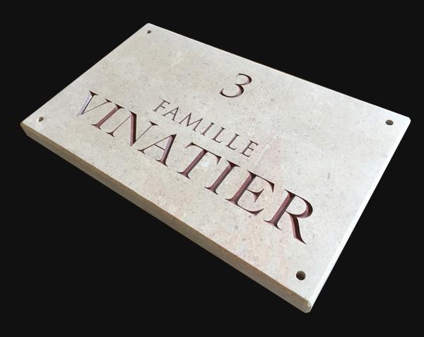 Plaque nom de famille en pierre