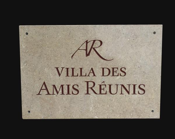 Plaque nom de maison en pierre
