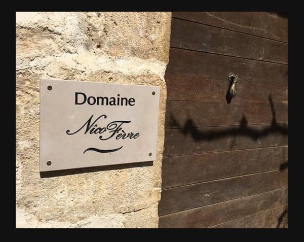 Plaque en pierre mur
