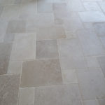 Paving in Burgundy limestone Massangis Beige Clair Aged finish - Opus III