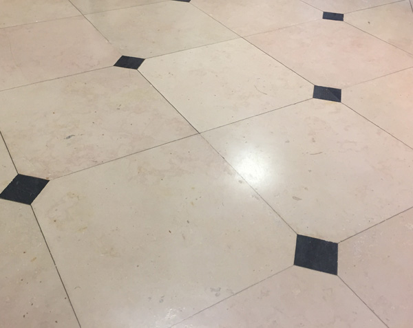 Tiles with cabochons - Comblanchien light and Bluestone