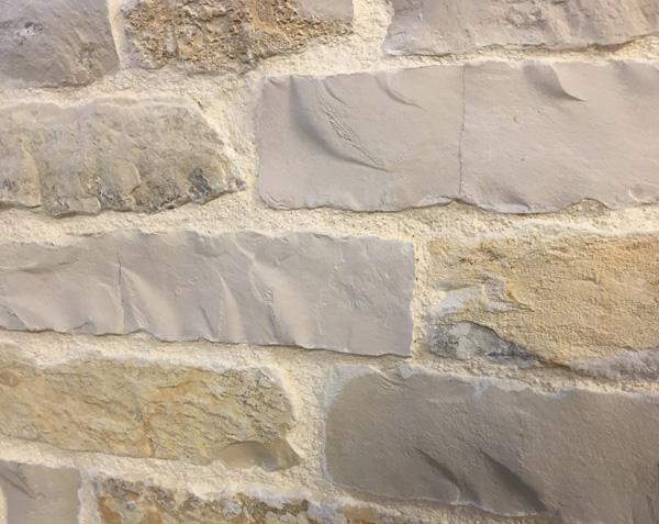 Parement de façade en pierre - Mélange Finition Naturel et Eclaté