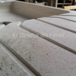 Grooves details on Meursault sink in Burgundy limestone : Charmot light Honed finish