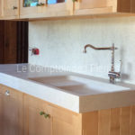 Avignon sink, kitchen worktopand splashback in Burgundy limestone : Charmot light Honed finish