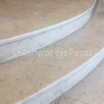 Escalier en pierre de Bourgogne Comblanchien Clair et Légèrement MouchetéFinition Adouci