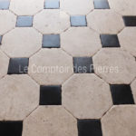 Paving in Burgundy limestoneCharmot and Bluestone Antique finish 25 x 25 cm, cabochons 9,5 x 9,5 cm