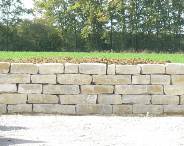 Bloc de pierre pour mur et muret (soutènement)