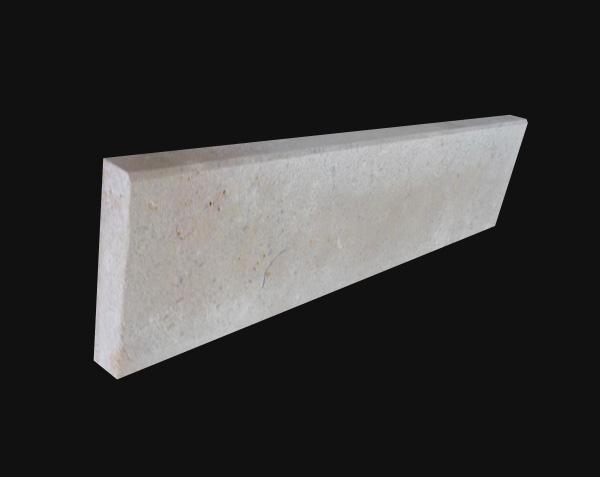 Plinthe en pierre naturelle Semond Nuancé Brossé avec chanfrein