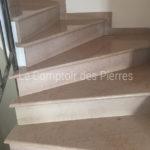 Escalier (semelles et contremarches) en pierre de Comblanchien Clair Adouci