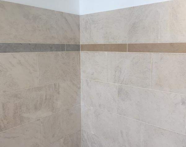 Frise en pierre pour salle de bain - Bleu de Lignières et Charmot Doré Adouci